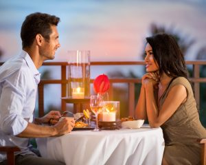 How to Impress Your Girlfriend on Valentine's Day-A lovely dinner date on her favorite place