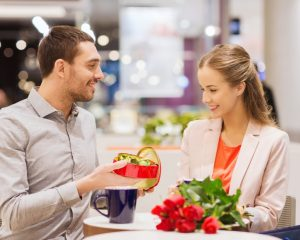 How to Impress Your Girlfriend on Valentine's Day-Give her chocolates and flowers