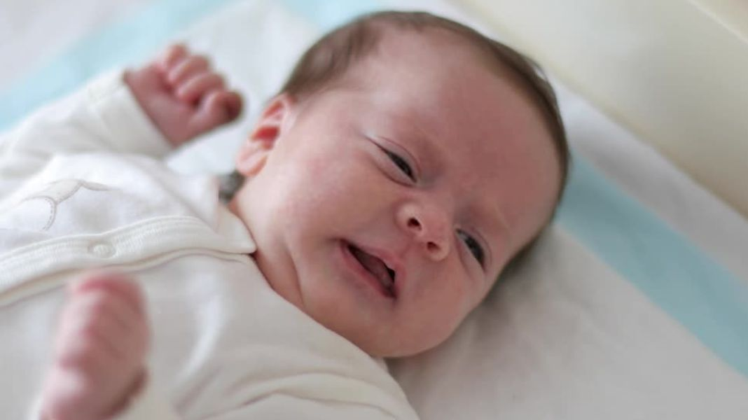How To Get Rid Of Hiccups In Babies (Infant) and Newborns